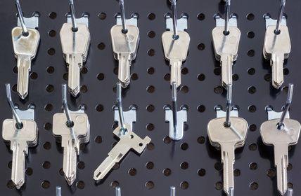 Schlüsselbrett mit neuen Schlüsseln